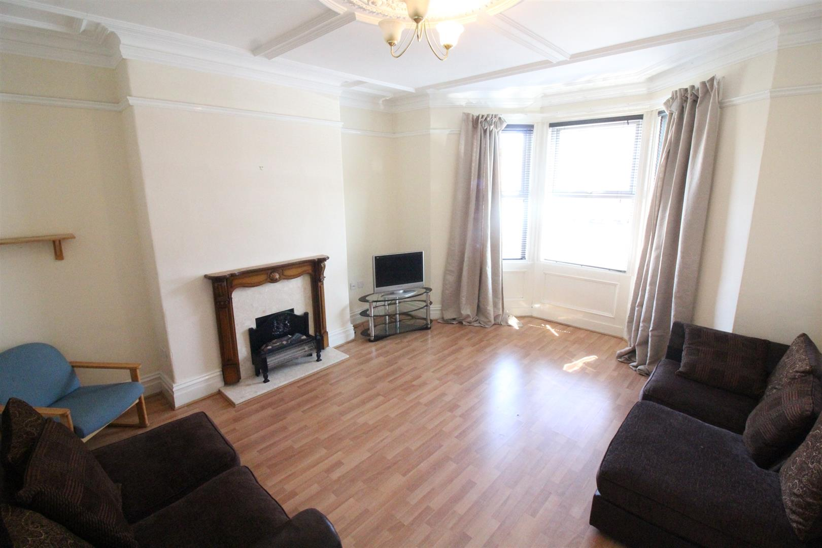 Wingrove Road Newcastle Upon Tyne, 6 Bedrooms  House - mid terrace ,For Sale